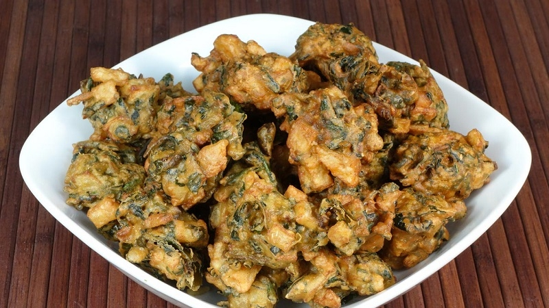 pakode, Scrumptious Bhang Delicacies, holi food & drinks, holi celebration ideas
